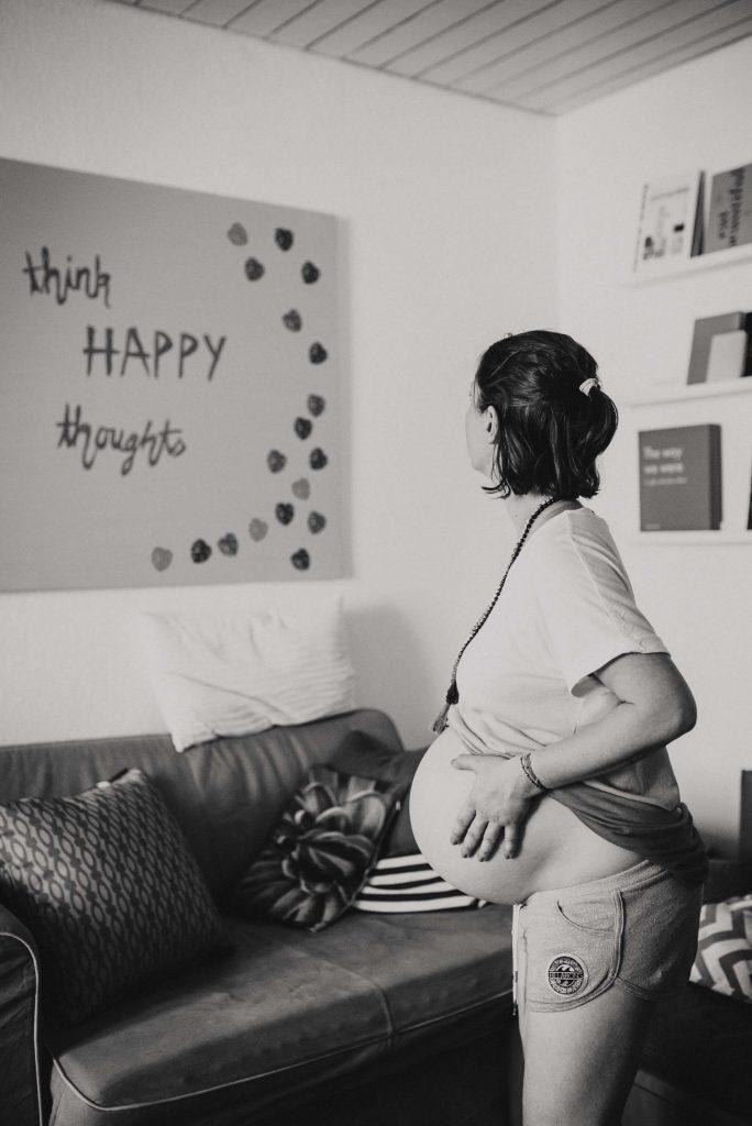 Interview und Fotos von Sarahs Hausgeburt - mit Fotos von Libelingsbilder #Hausgeburt #geburt #baby #fotos #geburtserlebnis #gebähren #geburtsmoment