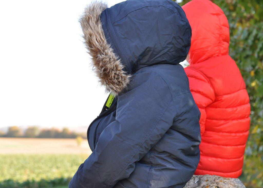 Was muss man eigentlich beim Kauf der Winterjacke beachten? 8 Tipps, die dir den Kauf erleichtern, um deine Kids warm durch den Winter zu bringen #winter #jacke #kauf #tipp #kinderkleidung #winterjacke #kaufen