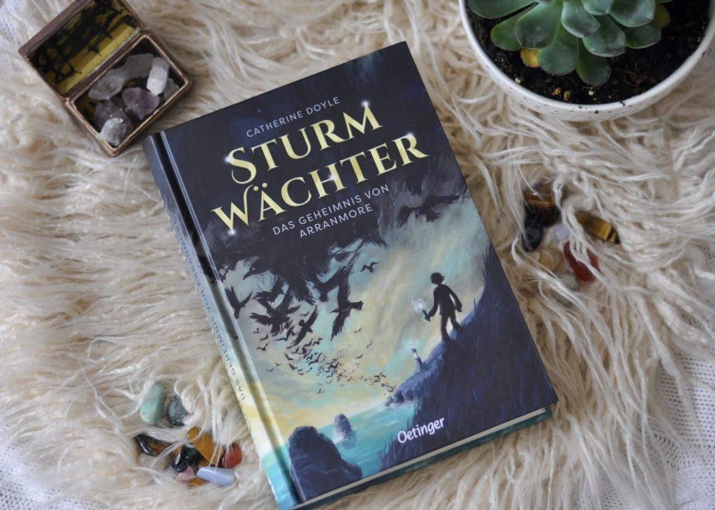 Ein magischer Sommer bei Oma auf einer irischen Insel - und nur Finn kann die Insulaner vor der bösen Zauberin schützen. Kinderbuch ab 10 Jahren. #Kinderbuch #Magie #Zauber #Sommer #Insel #Urlaub #Ferien #Fantasy