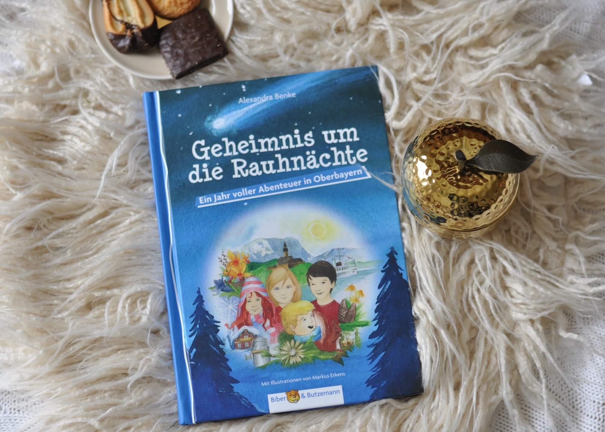 Ein Ferienhaus, vier Kinder und vier Jahreszeiten - dieses Abenteuer macht Lust auf Ferien an einem Ort, der wie ein zweites Zuhause ist. #ferien #urlaub #ferienhaus #kinderbuch #lesen #abenteuer #bayern
