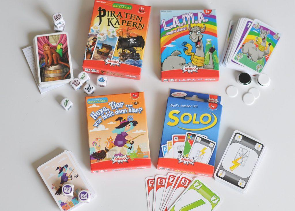 Werbung: Vier tolle Reisespiele für die ganze Familie - Diese vier Karten- und Würfelspiele passen in jeden Koffer und machen den ganzen Urlaub über Spaß. #spiel #karten #würfeln #familie #urlaub #reisespiele