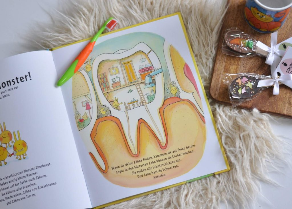 Alle Monster putzen sich die Zähne - sogar die hässlichsten. Denn sie haben alle Angst vor den fiesen Kariesmonstern. Und schwören auf den Zahnarzt als Sperheld. Kindergerechte Aufklärung über das leidige Thema Zähneputzen. #zähneputzen #zahn #karies #monster #putzen #kinderbuch #lesen #vorlesen