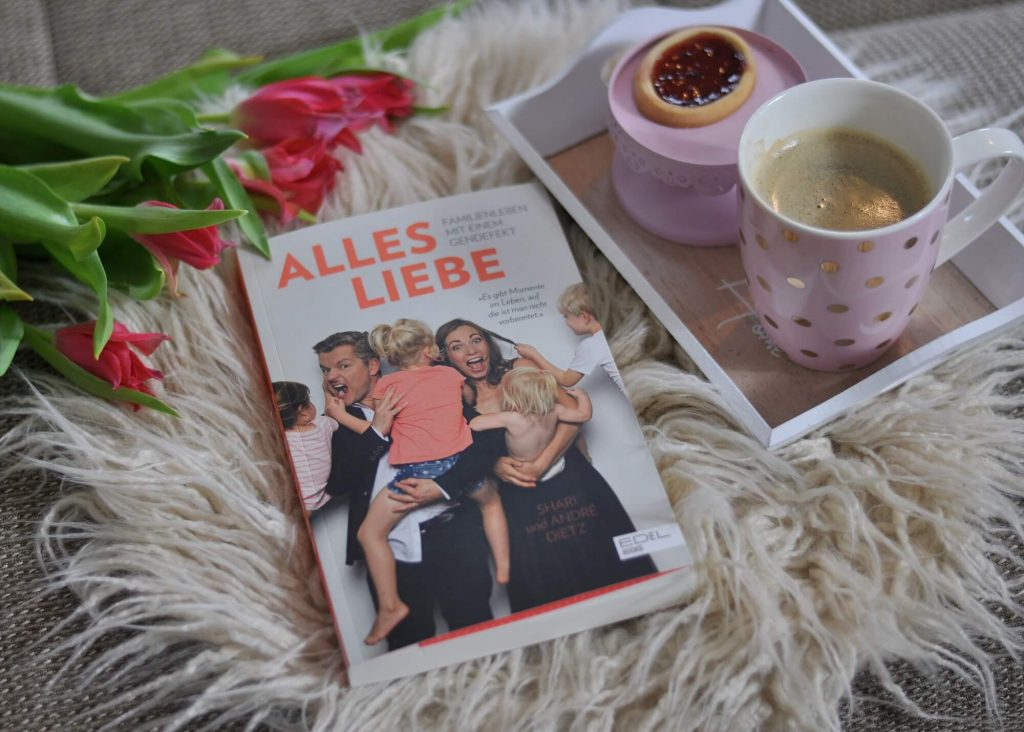 Voller Optimismus und Humor erzählen André und Shari Dietz über ihr Familienleben mit vier Kindern und einem Gendefekt. Lesen zwischen Lachen, Gänsehaut und Tränen. #familienleben #elternsein #behinderung #gendefekt #liebe #buch #eltern #lesen