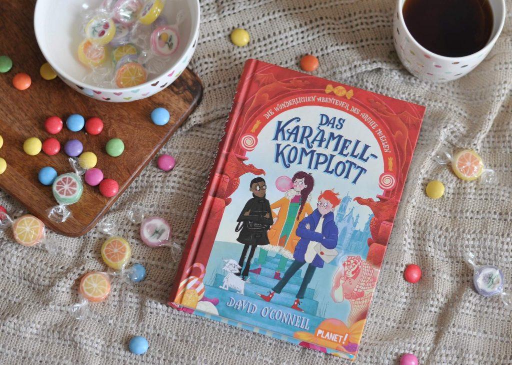 Tinte aus Schokolade, Zuckervögel und Toffee-Puzzel - dieses Rätsel rund um das Geheimnis einer Süßigkeitenfabrik ist einfach nur köstlich. Für Detektive ab 8 Jahren. #detektiv #süßigkeiten #fabrik #rätsel #abenteuer #erbe #kinderbuch #lesen #vorlesen