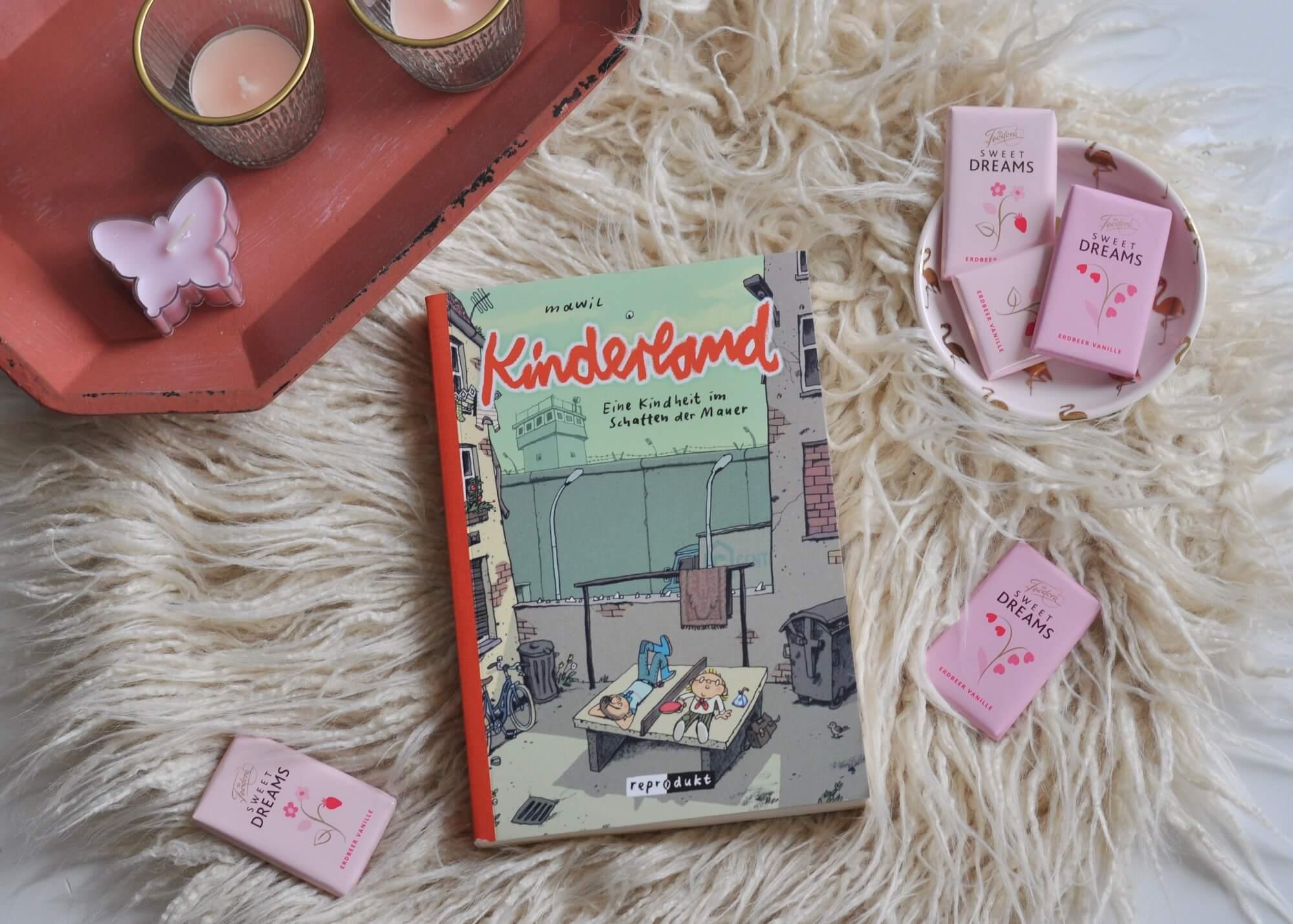 Eine Kindheit im Schatten der Mauer - zwischen Jungpionieren, Tischtennisplatten und dem Geflüster der Erwachsenen. Der nostalgische Blick auf die Zeit vor 30 Jahren. #ddr #wende #kindheit #comic #graphnovel #lesen #mawil #ost #deutschland