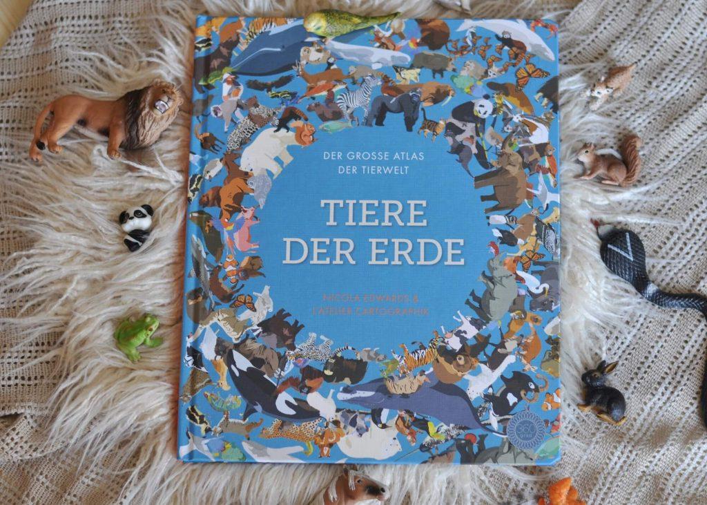Wundervoller Atlas mit der Tierwelt der verschiednenen Kontinente sowie 100 Miniklappen zum entdecken. #atlas #erde #welt #tiere #landkarte #zierkarte #klappen #kinderbuch #sachbuch