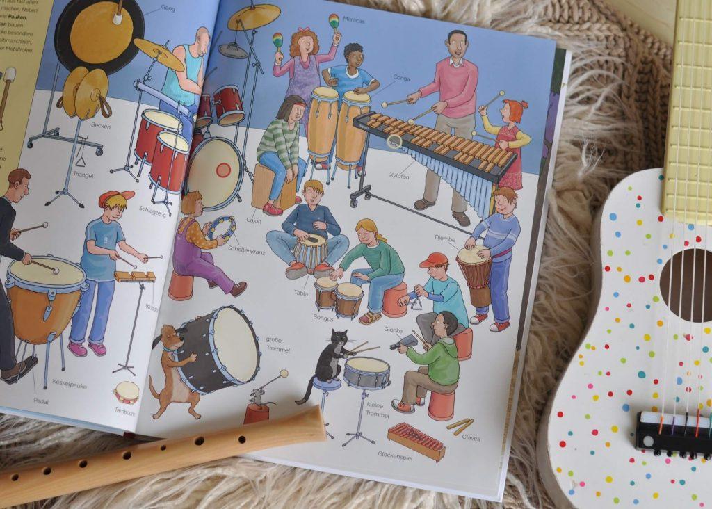 Spielerisch Musikinstrumente und Instrumentenfamilien kennen lernen und mit 16 Sounds ihren Klängen lauschen. Perfekt für musikalische Früherziehung oder die Grundschule. #musik #instrumente #buch #kinder #lernen #hören #sound #bilderbuch #sachbuch