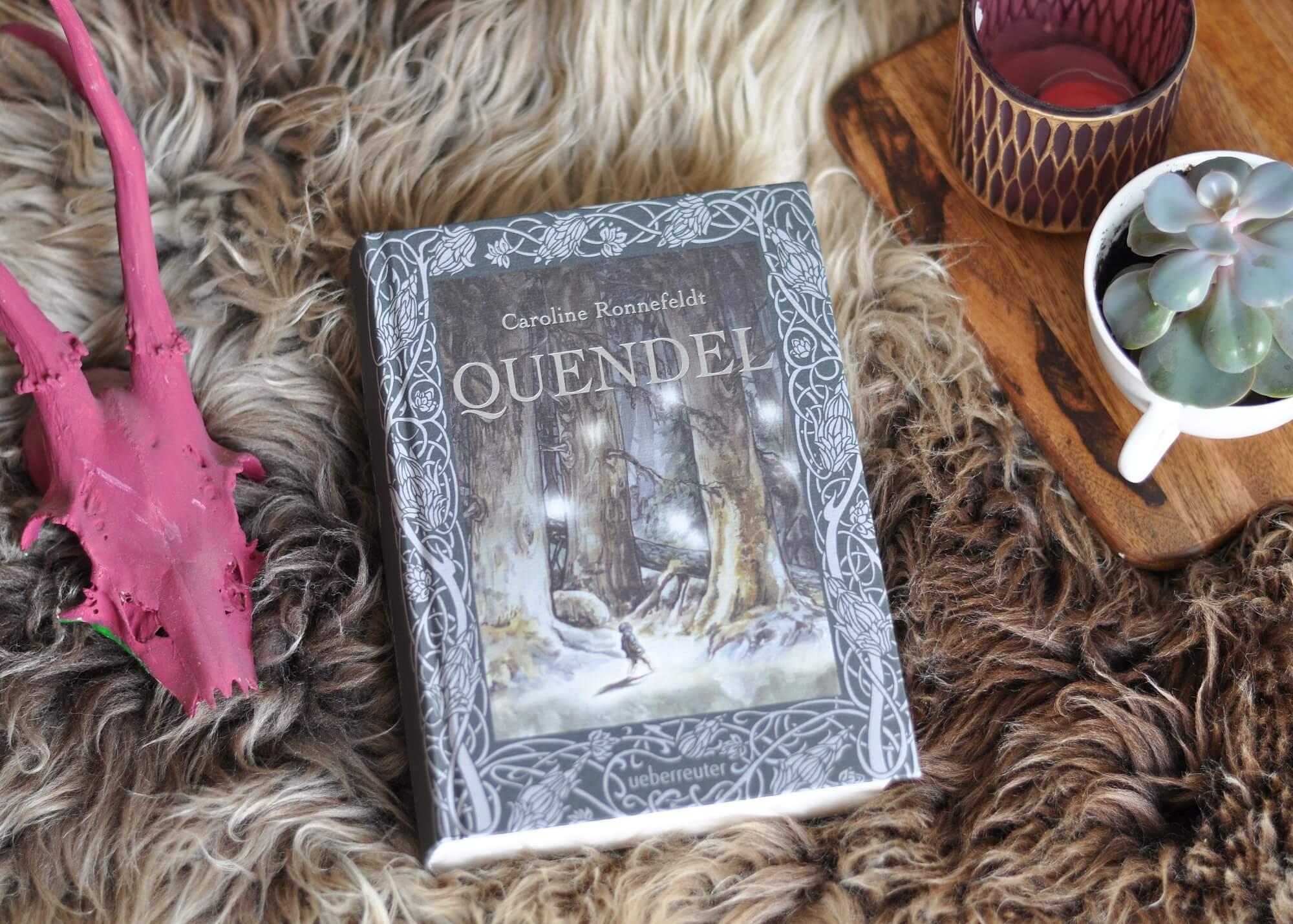 Bullrich Schattenbart, Hortensia, Odilio und sein Kater Reizker sind Quendel und leben freidlich im Hügelland rund um den Wald Finster. Als Bullrich eines Abends nicht heimkommt ist klar: Im Finster braut sich eine neblige Suppe voller Mahre, Wölfe, Raben, Schattenwesen und etwas unheimlich Bösem zusammen. #fantasy #tolkien #hobbit #quendel #buch #lesen #schauer #märchen #grusel #poesie