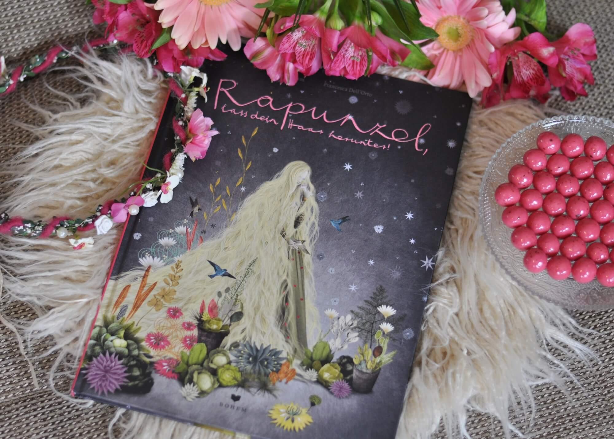Rapunzel, lass deinn Haar herunter! Eindrucksvolle Interpretation mit märchenhaften Illustrationen von Francesca Dell'Orto. Doppelseitige Panoramabilder machen dieses Bilderbuch zu einem Lieblingsbuch für Kinder und Erwachsene. #rapunzel #märchen #bilderbuch #buch #prinz #traumhaft #illustration #kinder