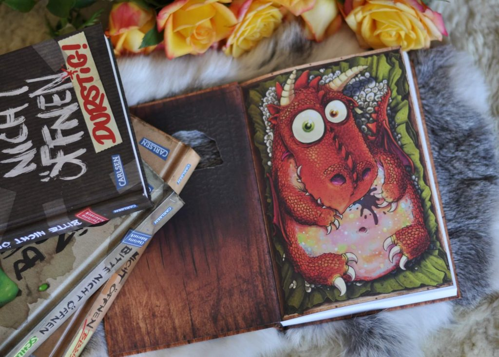 Nemo will endlich den geheimnisvollen Päckchen-Verschicker schnappen. Dafür stellt er ihm eine todsichere Falle. Doch dann geht leider alles schief und Nemo, Oda und Fred haben gleich drei Probleme an der Backe: Ein lebendiger Drache, eine Affenhitze und ein Nachbarsmädchen im Urlaub. #drache #kuscheltier #buch #kinder #feurig #lesen #vorlesen #spannung #freundschaft