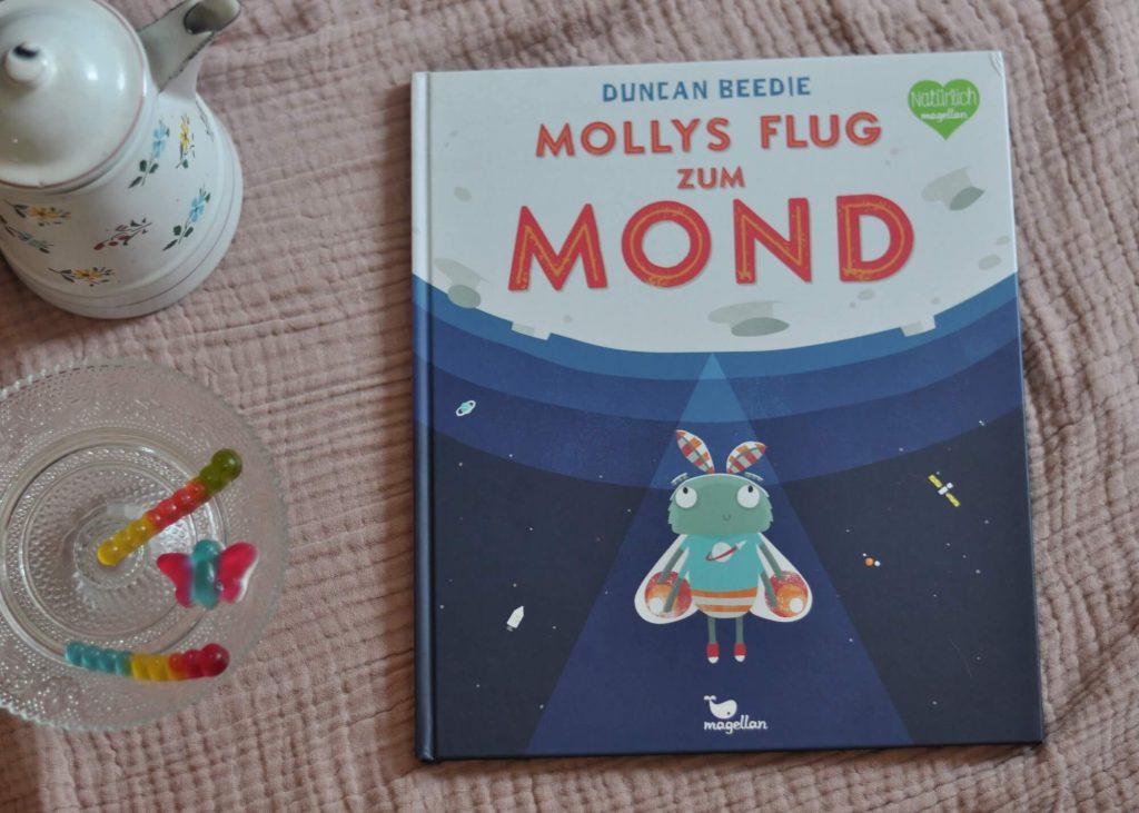 Mollys Flug zum Mond ist eine wundervoll warmherzige Geschichte über Selbstvertrauen und den Mut, seine Träume zu verwirklichen. Ganz egal was andere einem sagen. #mut #selbstvertrauen #träume #ziele #bilderbuch #kinderbuch #mond #motte #insekten #lesen