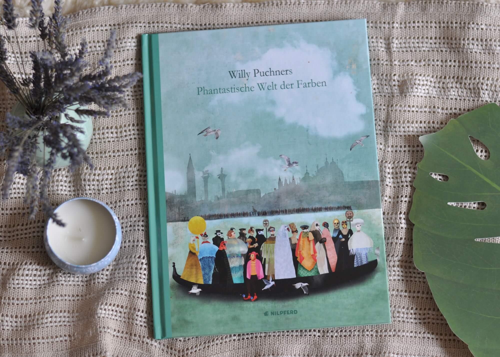 Die Farben der Wege, die Farben von China oder die Farben des Regens - Willy Puchner sammelt wundervolle Farbpaletten und Collagen aus der ganzen Welt. Dabei gibt es auf jeder Seite so viel zu entdecken - und zwar nicht nur für Kinder, sondern auch für Erwachsene. #bilderbuch #farben #farbpalette #detail #reisen #fernweh #kinder