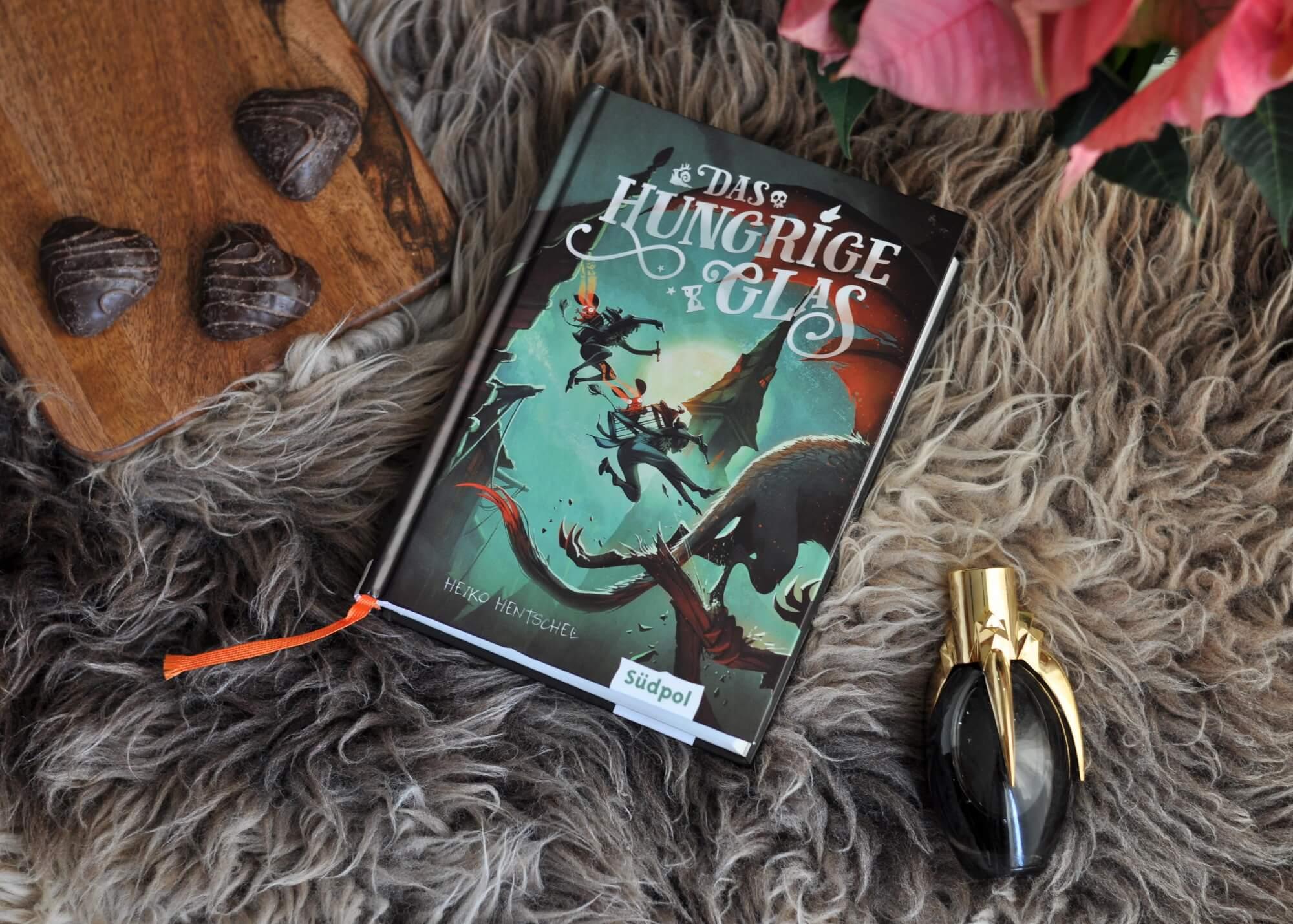 Moritz hat nur ein Ziel: seine Schwester aus den Klauen eines Ungeheuers zu befreien. Dabei trifft er auf den Monster- und Dämonenjäger Edgar und dessen geheimnisvolle Schwester Helene, die ihm bei seiner Suche helfen möchten. Doch sie ahnen nicht, dass die Bestie lediglich Diener einer höheren, weitaus bedrohlicheren Macht ist. #fantasy #monster #dämonen #deutschland #historisch #urban #kinderbuch #lesen #buch