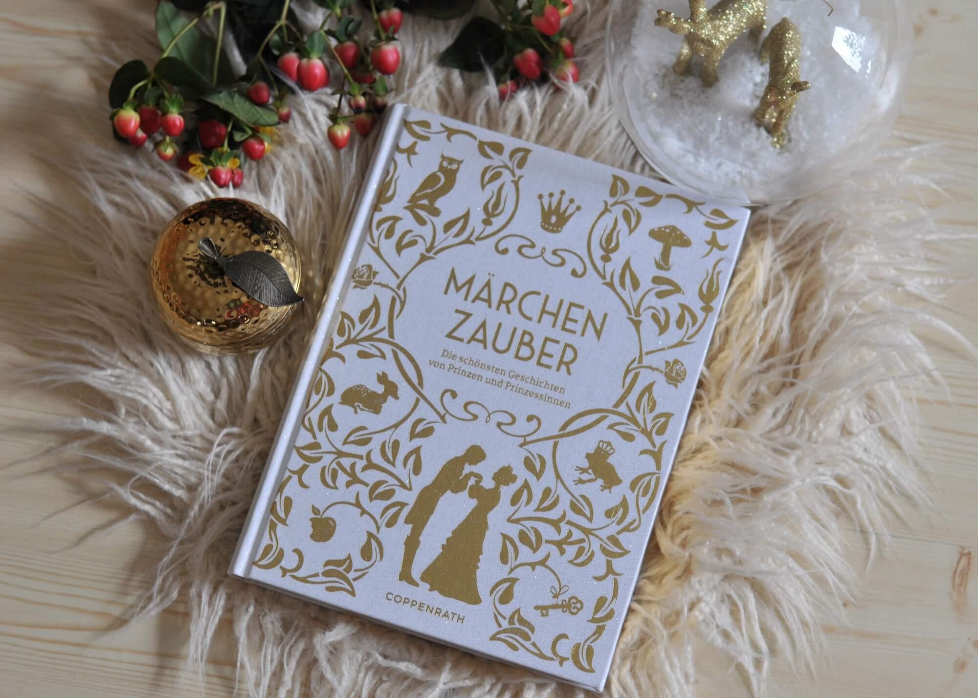 Ob klassische Geschichten von Hans-Christian Andersen und den Brüdern Grimm oder unbekannte russische oder norwegische Märchenschätze – Märchenzauber vereint die schönsten Geschichten von Prinzen und Prinzessinnen im Originalton. Fantasievolle und klassische Illustrationen in Goldoptik entführen in die wundervolle Welt der Märchen.