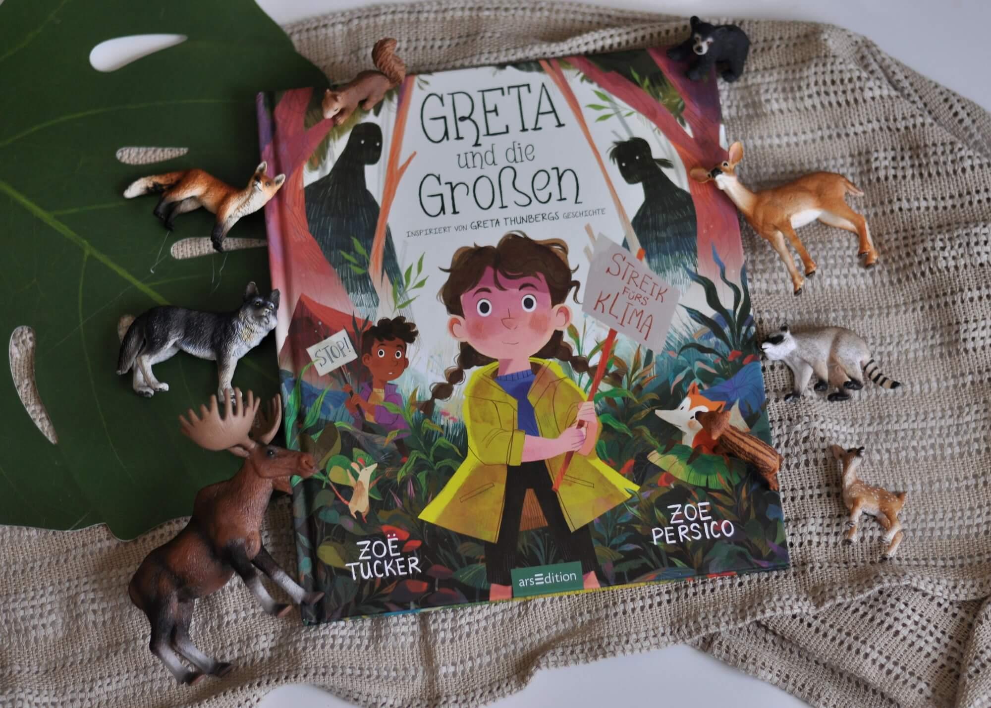 Ein Mädchen namens Greta lebt inmitten eines wunderschönen Waldes. Doch da gibt es noch die Großen, die ihr Zuhause in Gefahr bringen. Sie fällen Bäume, um Häuser zu bauen. Aus den Häusern werden Dörfer und aus den Dörfern werden Städte. Sie arbeiten Tag und Nacht – bis kaum noch etwas vom Wald übrig ist. #greta #klima #streik #wald #leben #umwelt #bilderbuch #buch #kinder #vorlesen