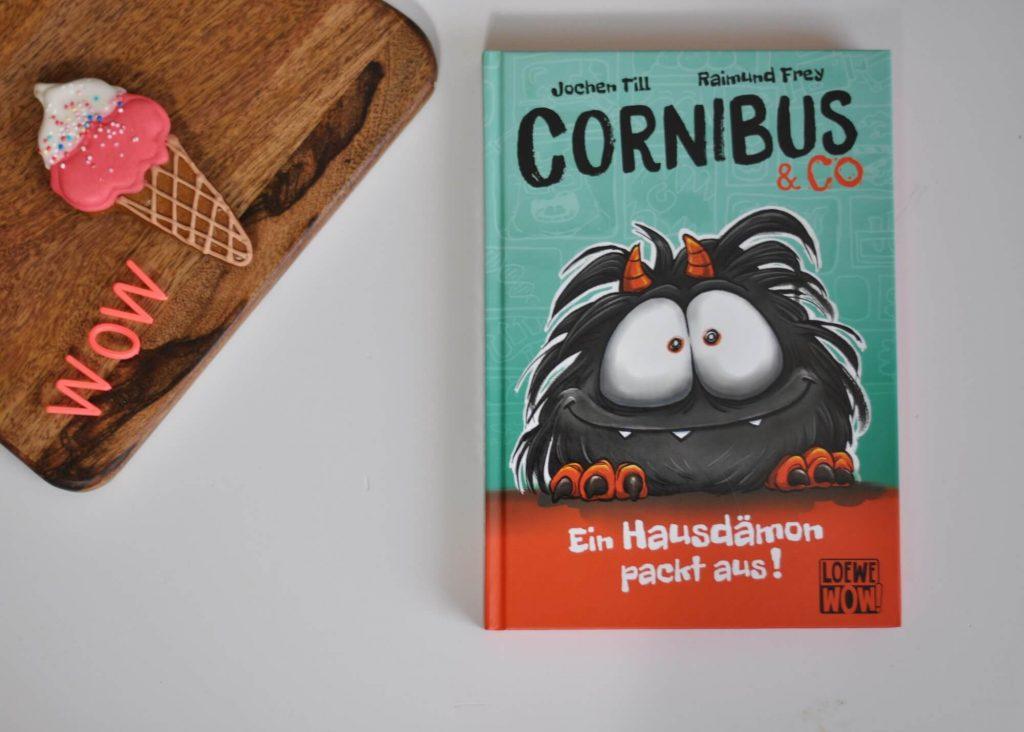 Von der DNA über Noahs tragischem Schiffsunglück bis zum Hausdämonen-Schlupftag -  dies ist eine super lustige und ironische Liebeserklärung an Luzifer Juniors Dämonen-Sidekick Cornibus. Und zwar in Form einer TV-Dokumentation. Werbung inklusive. #luzifer #comic #kinderbuch #lesen #cornibus #hölle