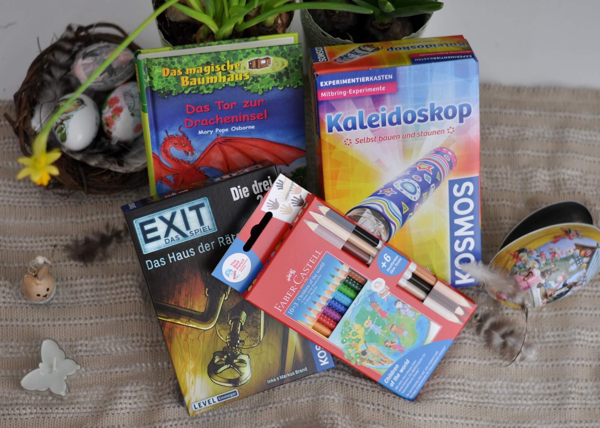 Ostern steht vor der Tür. Spiel, Buch oder etwas zum Experimentieren - ich habe vier klischeefreie Ostergeschenke unter 15 Euro zusammengestellt, die sich alle für Grundschulkinder eignen. #ostern #schule #geschenk #malen #kreativ #klischeefrei #idee #lesen #mädchen #junge