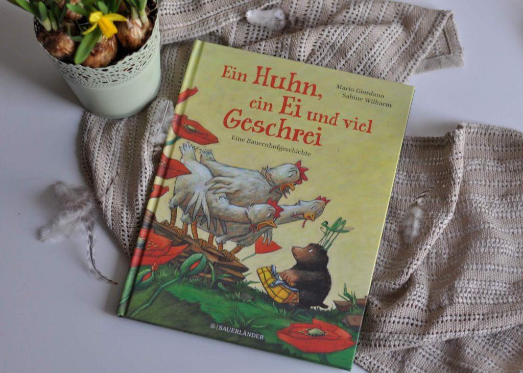 Lulus allererstes, schönstes Ei ist eines Nachts einfach verschwunden - es kann nur gestohlen worden sein! Doch wer kann das Ei geklaut habe?  Vanessa, die eitle Ziege, die ihren Bart so gerne mit Eigelb pflegen würde? #lesen #bilderbuch #vorlesen #detektiv #krimi #bauernhof #ei