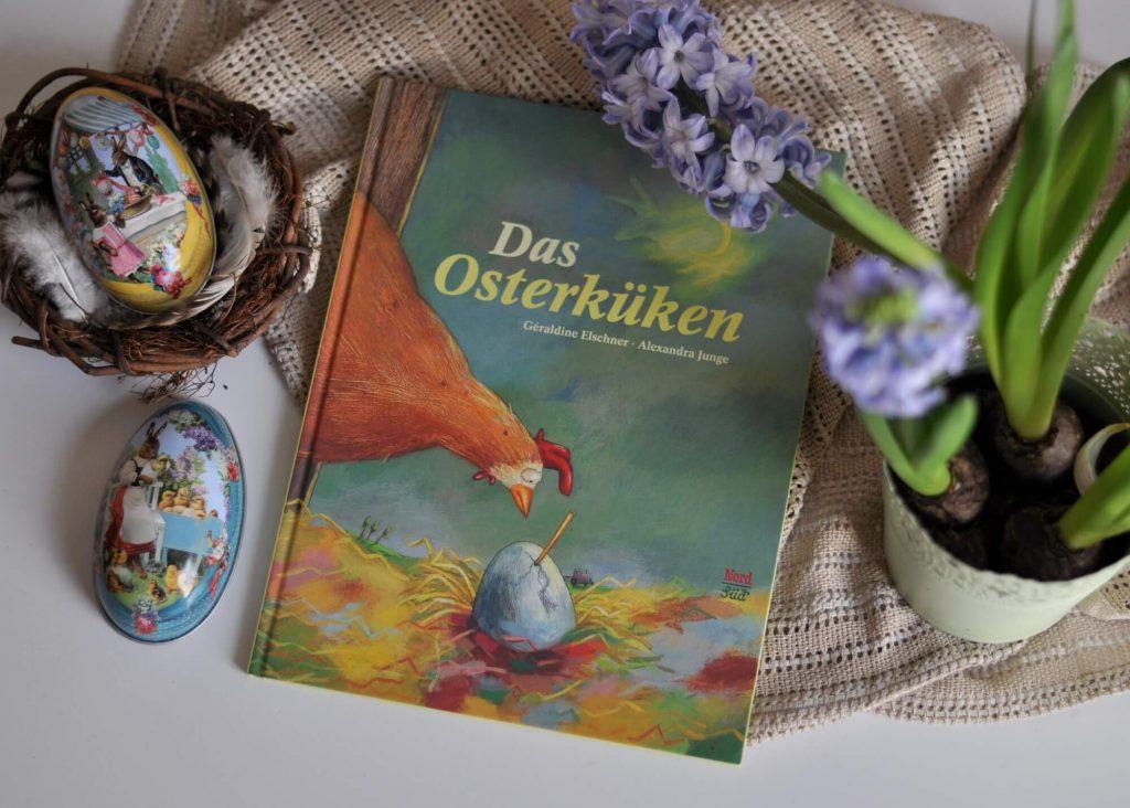 Wann ist eigentlich Ostern? So genau kann man das nicht sagen, denn das Datum ändert sich jedes Jahr. Hilda, die liebenswerte Henne, will es wissen, warum das so ist, denn ihr Küken möchte genau am Ostersonntag auf die Welt kommen. #bilderbuch #lesen #ostern #küken #vorlesen #buch