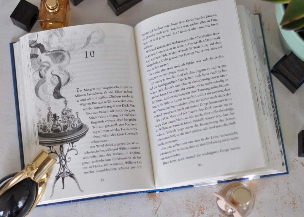 """Luzie Alvenstein spürt es bis in die Fingerspitzen: Mit der Einladung, die sie in den Händen hält, stimmt etwas nicht. Ihre Widersacherin, Elodie de Richemont, lädt zum """"Turnier der tausend Talente"""" ein - ein Wettstreit, in dem sie Nachwuchs-Parfümeure sucht. Doch natürlich weiß Luzi, dass Elodie nur eins im Sinn hat: Neue Sentifleur-Talente ausfindig machen. #duftapotheke #lesen #kinderbuch #magie #parfüm #reihe #spannung"""