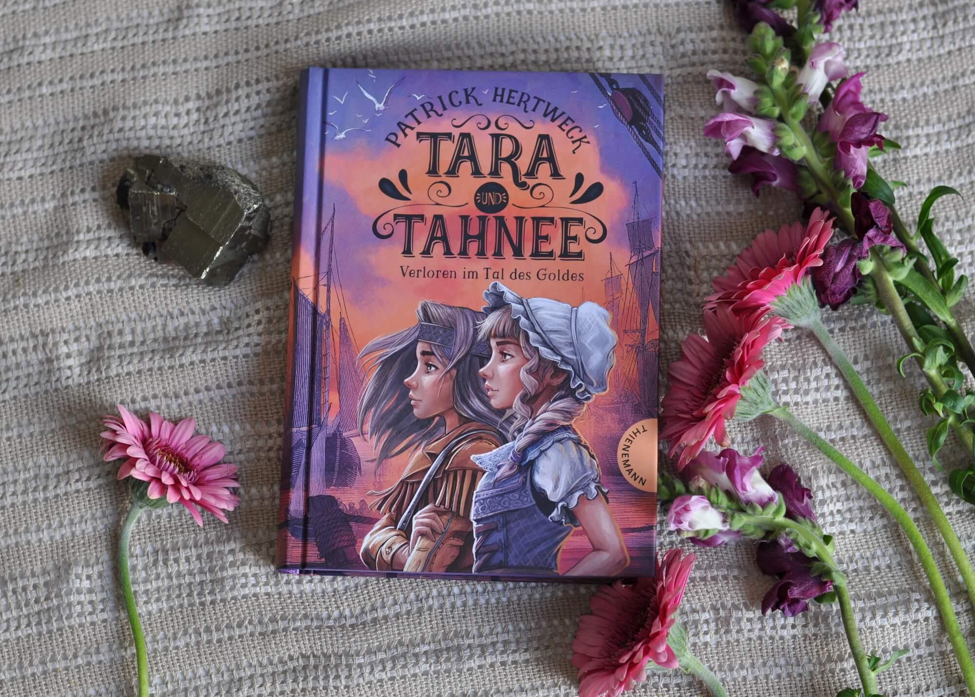 Ein tolles Buch von zwei unterschiedlichen, aber doch sehr starke Mädchen, das aber durchaus auch für Jungs lesenswert ist. Denn nebenbei erfahren wir viel über Goldgräber, wie die Pocken ganze Indianderstämme ausgerottet haben, die ersten Siedlertrecks und weitere spannende Details aus dieser Zeit. Einfach Wow! #tara #tahnee #wilder #westen #goldgräber #zwillinge #indianer #amerika #historisch #spannung #kidnerbuch #abenteuer