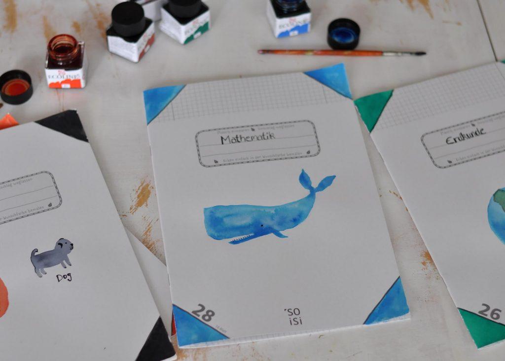 Die Schulhefte von Soisi können von den Schülern selbst an den Ecken in den gewünschten Farben bemalt werden. So hat man immer die richtige Farbe parat - sogar die ganz ungewöhnlichen. Dabei eignen sich nicht nur Filz- und Buntstifte sehr gut, sondern auch Wasserfarben, Textmarker oder ähnlichem. #plastikfrei #schule #hefte #umweltschutz #material #umschlag #plastik #unverpackt #schulranzen #einschulung