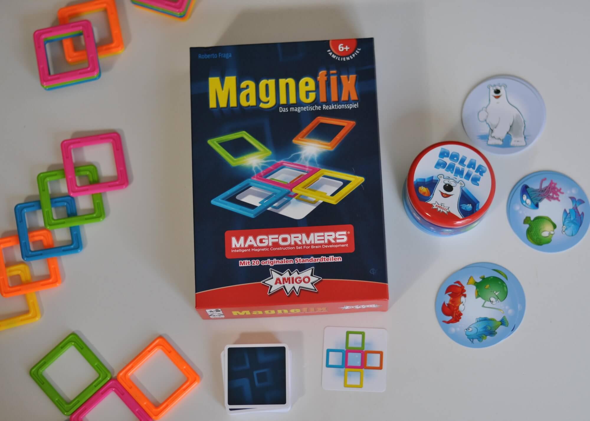 Wir lieben Kartenspiele, aber solche, bei denen es um Schnelligkeit geht, haben wir noch nicht so oft ausprobiert. Blitzschnell Paare erkennen oder Formen zusammenbauen und als erster reagieren - diese zwei Herbstneuheiten für Kinder ab 6 Jahren haben es in sich. Bei Polar Panic geht es darum, Fische zu schnappen, während man bei Magnefix versuchen muss, aus fünf magnetischen Bausteinen ein Muster zu konstruieren. Ich möchte euch diese zwei richtig coolen und außergewöhnlichen Reaktionspiele von Amigo vorstellen, mit denen ihr nicht nur viel Spaß habt, sondern auch euer Reaktionsvermögen schärft. Und am Ende darf ich einmal beide Spiele an euch verlosen. #amigo #spiel #karte #spielen #familie #schnell #magnet #eisbär #polar #herbst #spieleabend