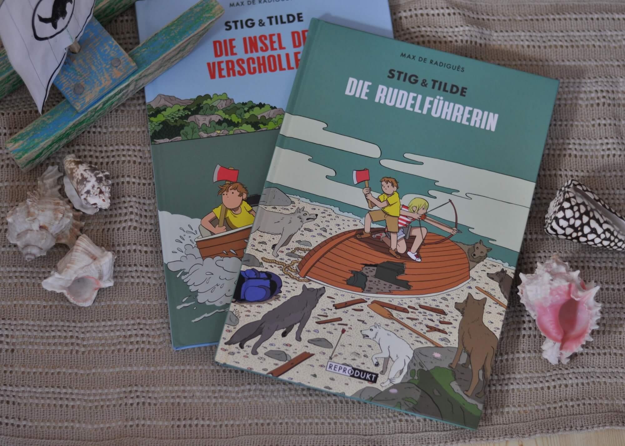 Nachdem Stig und Tilde ihr gestrandetes Boot notdürftig reparieren konnten, müssen sie auch schon blitzschnell von der einsamen Insel fliehen. Leider ist den beiden immer noch nicht klar, wo sie sich befinden, und so steuern sie direkt die nächste Insel an. Kaum an Land, werden sie von Wölfen angegriffen! Auf der Flucht vor dem angriffslustigen Rudel entdeckt Stig die Spuren einer ehemaligen Bewohnerin der Insel, die unter den Wölfen lebte. #comic #reihe #kinder #insel #boot #geschwister #zwillinge #abenteuer #mysteriös