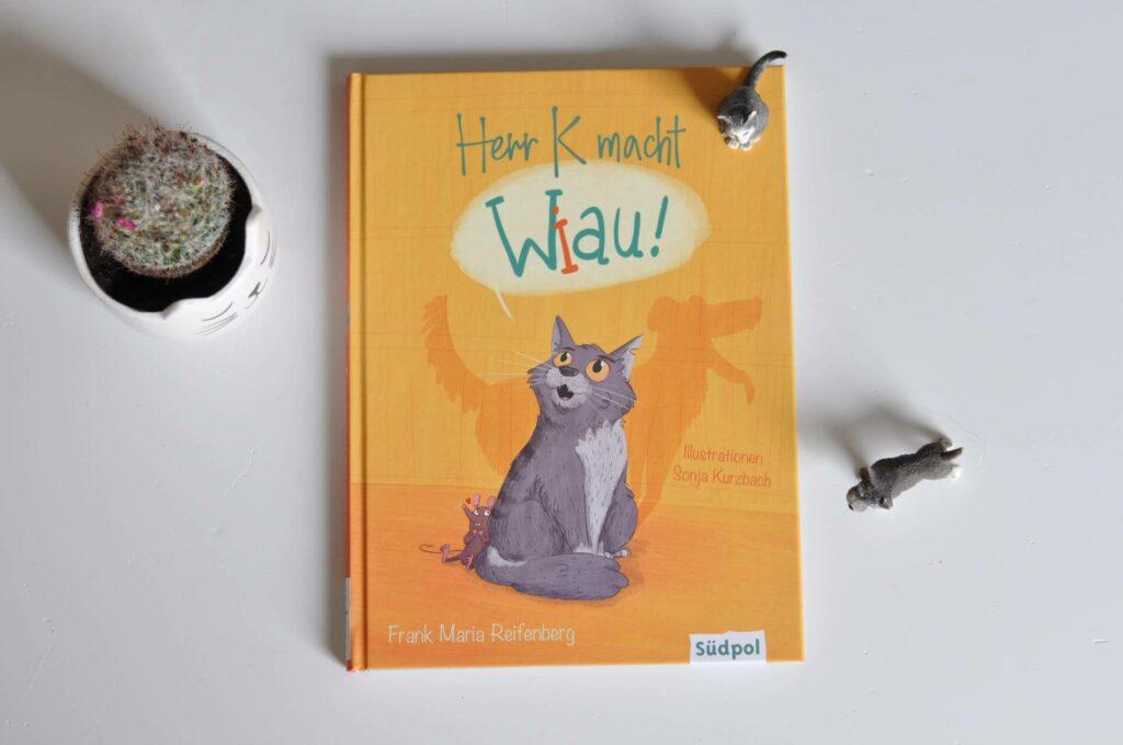 Als der Kater Herr K eines Morgens aufwacht, spürt er, dass etwas anders ist. Er ist sich sicher: Er ist ein Hund! #katze #kinderbuch #lesen #vorlesen #diversität #vielfalt #toleranz
