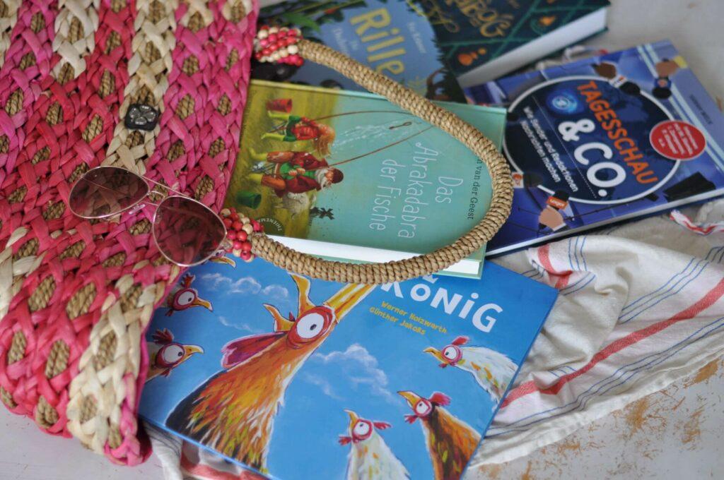 Ferienlektüre gesucht? Cheaboo gibt Mängelexemplaren eine zweite Chance. Das Tolle: Man kann so topaktuell Bücher kaufen, die nur einen Bruchteil des normalen Buchpreises kosten. Warum das nachhaltig ist, verrate ich euch:  #buch #bücher #nachhaltig #bücherkaufen #lesen #urlaub #sommerurlaub #lesen #kinderbuch #sparen