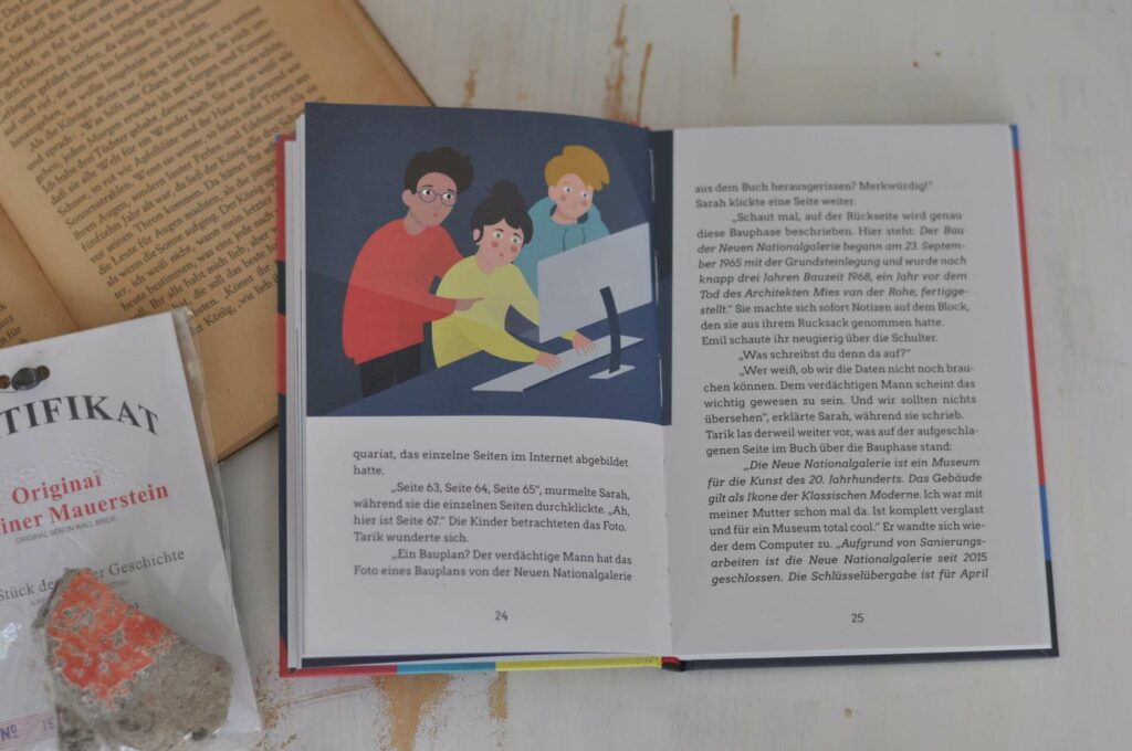 """Tarik, Emil und Sarah leben in Berlin Kreuzberg. Wann immer sie können, besuchen sie die Amerika Gedenkbibliothek, von den Berlinern auch """"AGeeBeee"""" genannt, und verschlingen regelrecht die neusten Detektivbücher. Eines Tages beobachten sie, wie ein geheimnisvoller Mann verstohlen Seiten aus einem Buch reißt. Daheinter muss sich ein Geheimnis stecken, sind sich die Hauptstadtdetektive sicher. #detektiv #krimi #kinderbuch #berlin #kinderkrimi #sehenswürdigkeiten #ddr #sachwissen #erzählendesSachbuch"""