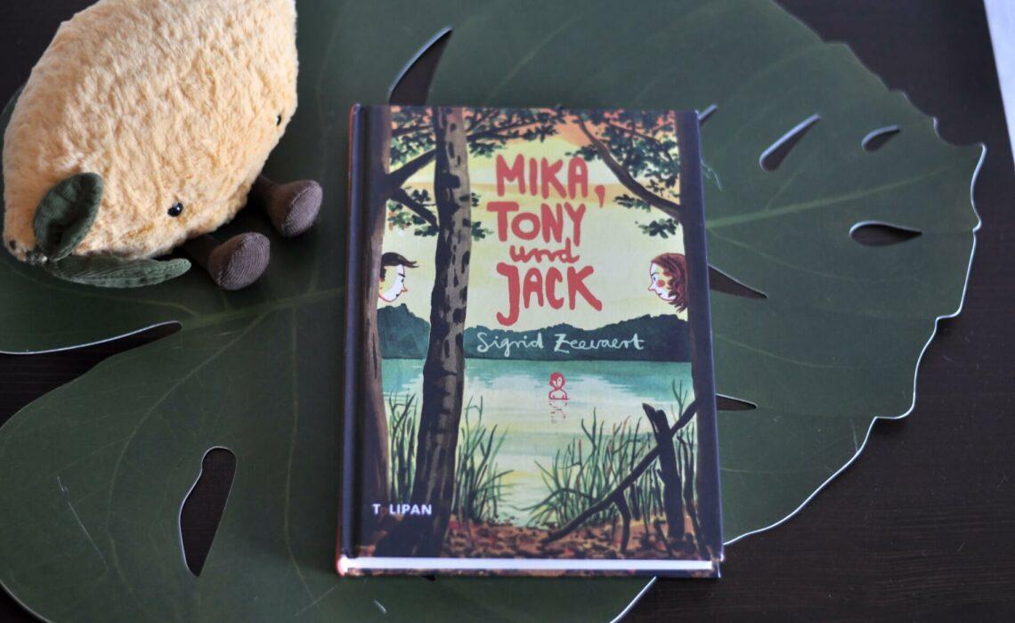 Mika ist neu in der Klasse und einsam. Erst vor Kurzem ist er mit seinem Vater zu dessen neuer Freundin gezogen. Keiner hat ihn gefragt, ob er Schweden und seinen besten Freund zurück lassen mag. Als Tony und Jack ihn einladen mit in den Wald zu kommen, hofft er, endlich Anschluss gefunden zu haben. Doch am morastigen Waldsee lernt er Tony und Jack von einer Seite kennen, die ihm Angst macht – oder haben sie sich nur einen Spaß mit ihm erlaubt? #freundschaft #streich #freunde #schule #kinderbuch #jugendbuch #schlechtefreunde