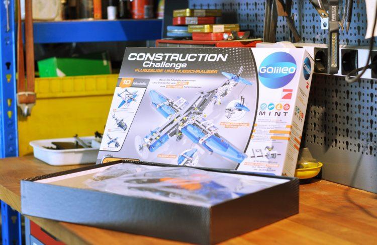 Mit Flugzeugen und Hubschraubern experimentieren – Clementoni Construction Challenge