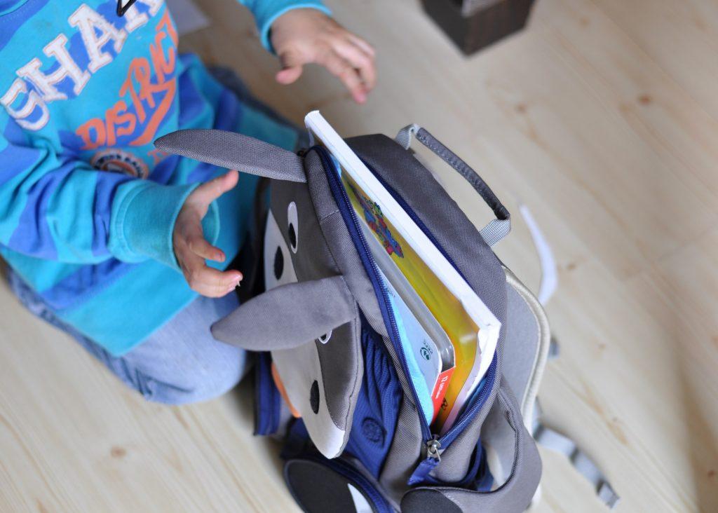 Den Rucksack alleine packen - Großer Freund von Affenzahn, noch mehr Punkte woran du erkennst, dass dein Kind groß ist, findest du auf Mutter&Söhnchen