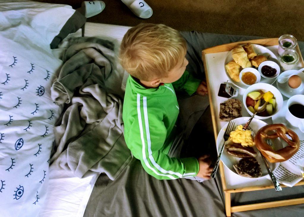 Casper Breakfast in Bed
