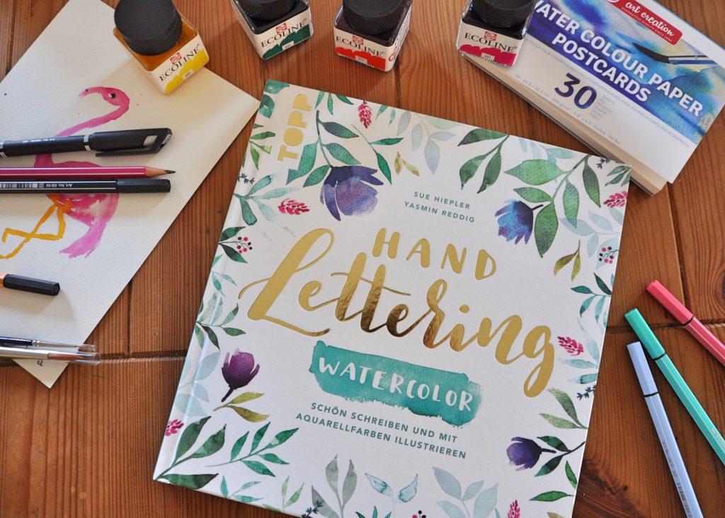 Handlettering Watercolor, Aquarellfarben, florale Kränze, Anleitung zum Handlettring mit Watercolor, Buch-Tipp auf dem Blog