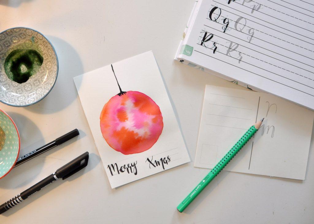 Handlettering Watercolor, mit Aquarellfarben Weihnachtskarten gestalten und Grußbotschaften lettern, Postkarten für Weihanachten, mein Buch-Tipp auf dem Blog