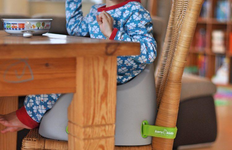 Koru Kids Sitzerhöhung im Test - 5 Dinge, warum sich eine Sitzerhöhung wirklich lohnt findet ihr auf Mutter&Söhnchen