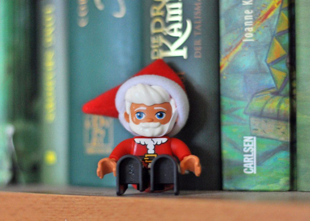 Lego Weihnachtself - mehr weihnachtliche Bastelideen und Spiele findet ihr auf Mutter&Söhnchen
